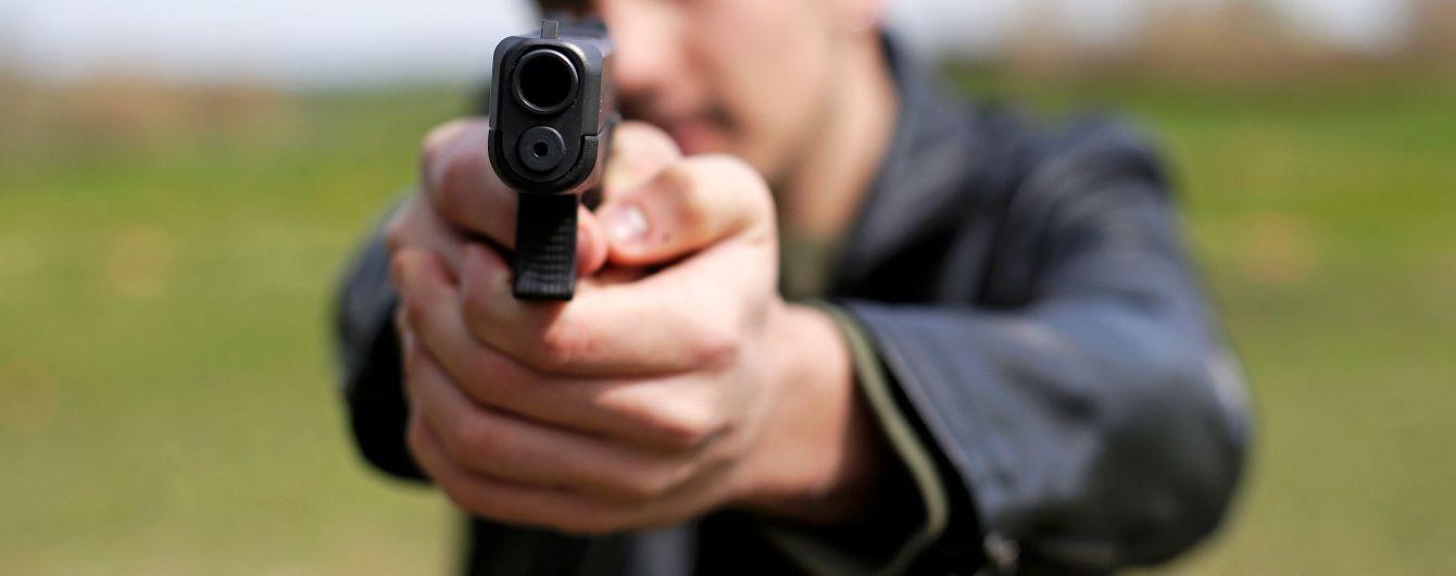 В Киеве возле вокзала ранили журналистку одного из телеканалов