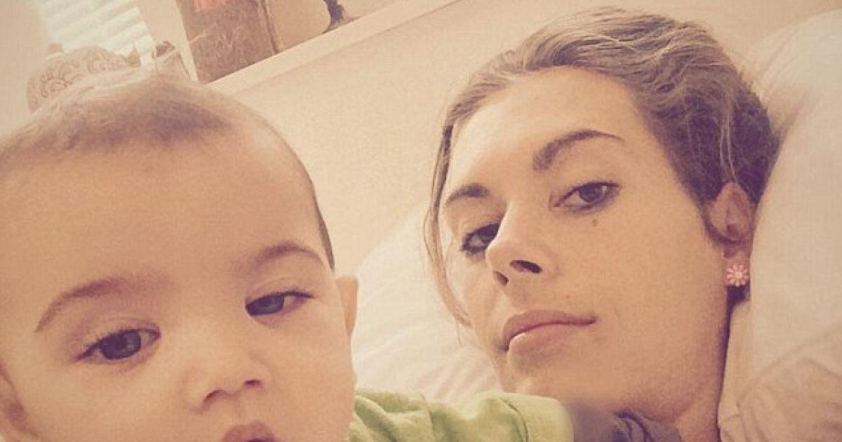 30-летняя падчерица Эррола Маска с ребенком.