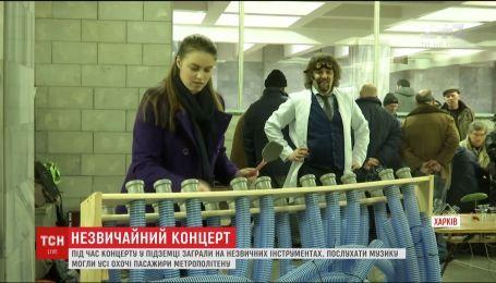 Для пассажиров харьковской подземки устроили необычный концерт
