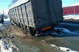 """Селяне на Николаевщине возмущаются состоянием трассы после обещанного """"ремонта"""""""