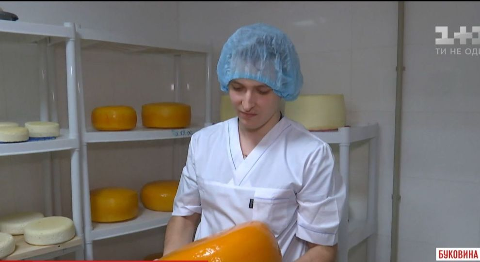 3dac01692f82ca Жителі маленького села більше не возять молоко за сотню кілометрів на  великий ринок, адже у їхньому селі тепер виробляють сири за австрійськими  та ...
