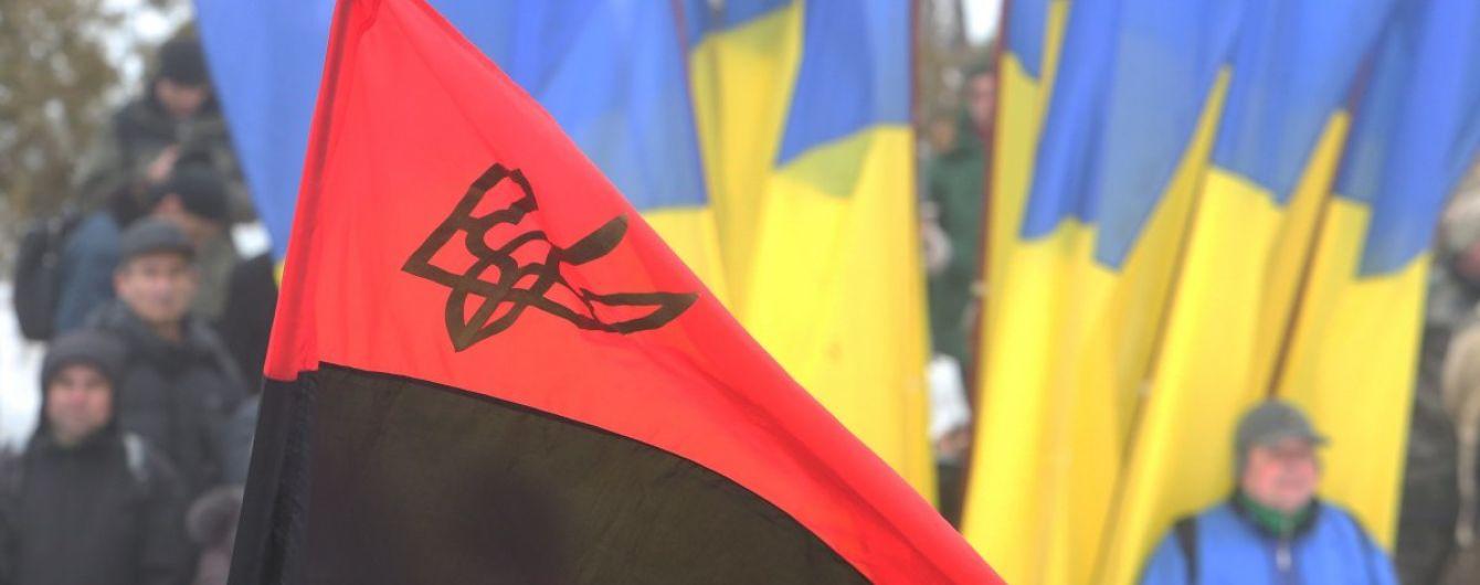 У Вишневому росіянин понівечив прапор ОУН, а потім вистрибнув з вікна поліції