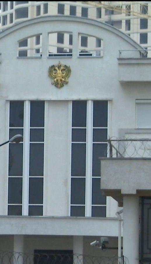 Україну починають покидати російські дипломати