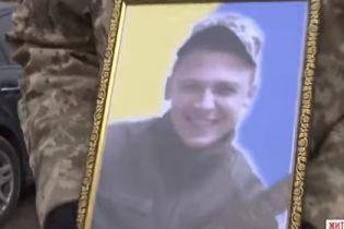 На Житомирщині поховали 22-річного командира-десатника, який загинув від кулі снайпера