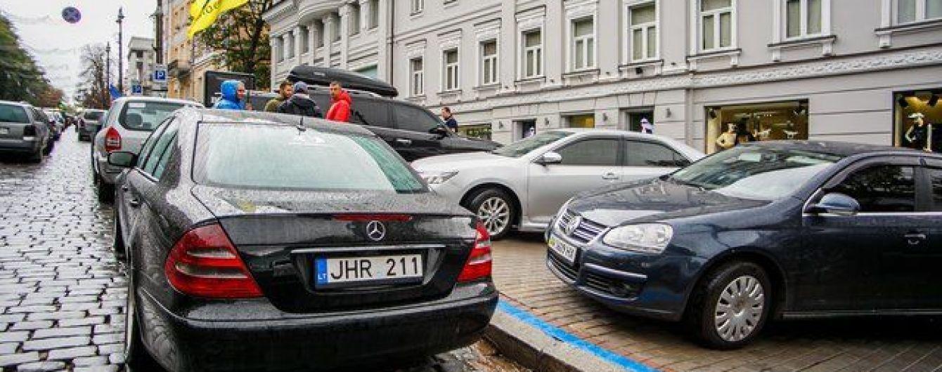 Автомобили на еврономерах внесут в базу данных