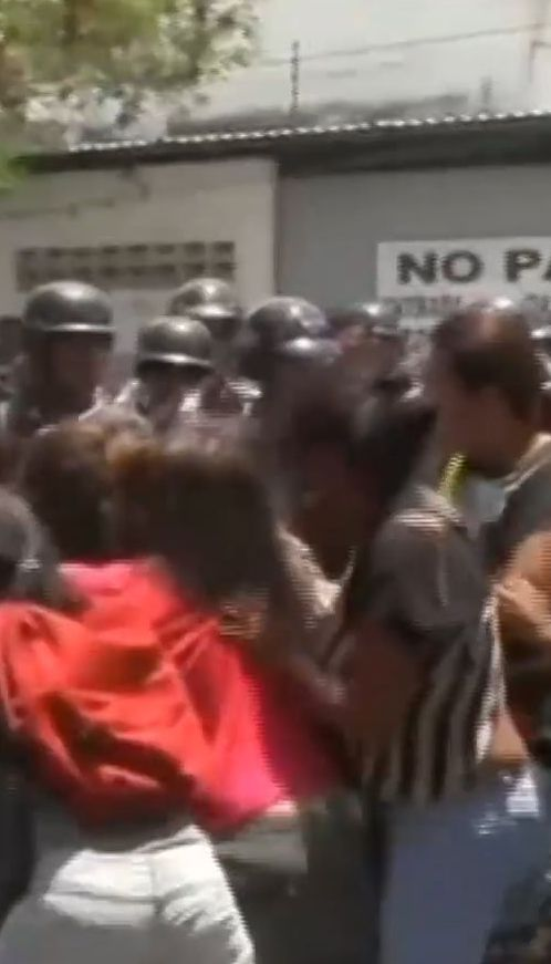 У Венесуелі сталася пожежа у в'язниці. Близько 80 осіб загинули