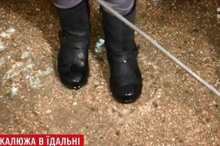 В Днепре школьную столовую внезапно затопило грунтовыми водами