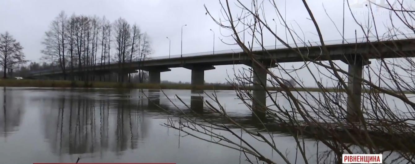 На Рівненщині вчителька кинулася з 15-метрового мосту через проблеми з дітьми