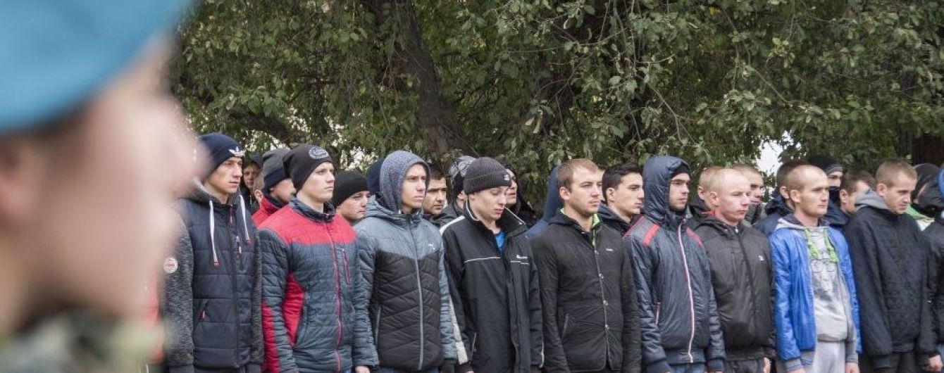 В Украине увеличили срок осеннего призыва