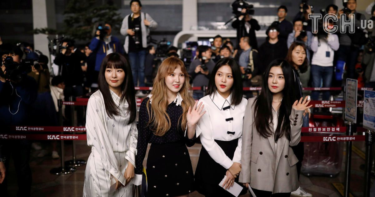 Южнокорейские музыканты перед вылетом в Северную Корею.