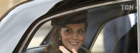В одиночестве ехала во Дворец: Кейт Миддлтон заметили за рулемчерного Range Rover