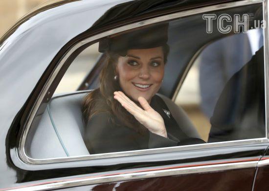 На самоті їхала до Палацу: Кейт Міддлтон помітили за кермом чорного Range Rover