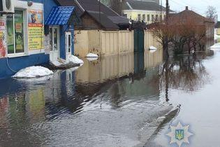 В подтопленной Ахтырке разрушили объездную, чтобы снизить уровень воды на улицах