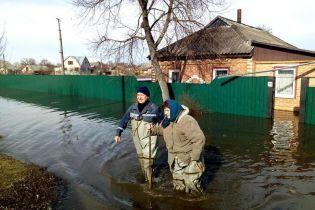 Из-за паводка в Ахтырке без света осталось 1000 потребителей. Людей выводят из подтопленных домов