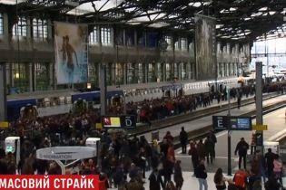 Первый день крупнейшей в истории Франции забастовки ознаменовался транспортным коллапсом