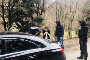 """На кордоні з Румунією затримали жінку з банди грабіжників, яку """"кришувала"""" поліція на вокзалі Києва"""
