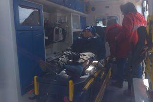 На Рівненщині школяр застряг на паркані, проштрикнувши ногу арматурою