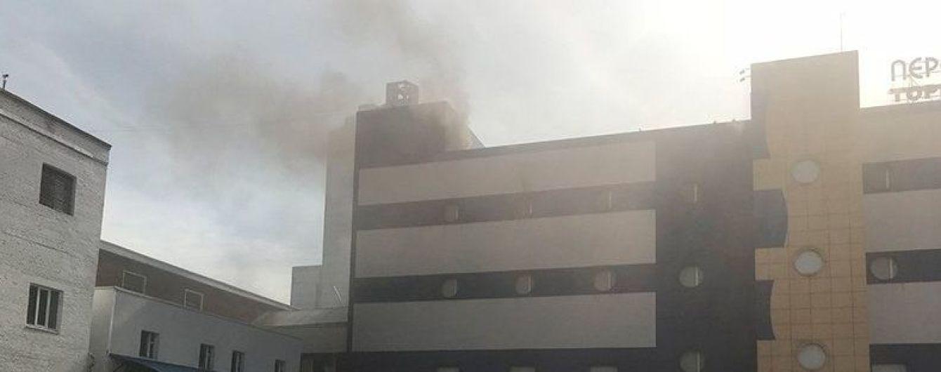 Пожар в московском ТЦ: шестеро спасателей пострадали, один - в тяжелом состоянии