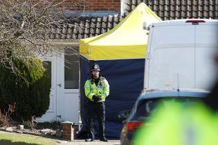 """Дело Скрипалей: в Великобритании полицейский потерял дом и машины из-за заражения """"Новичком"""""""