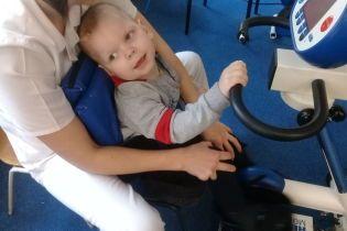Родители Максима просят помочь им в лечении сына