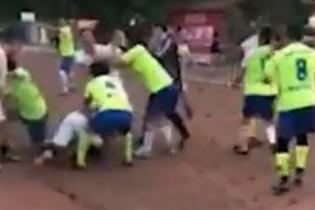 Дело Тайсона живет: китайскому футболисту откусили ухо во время матча