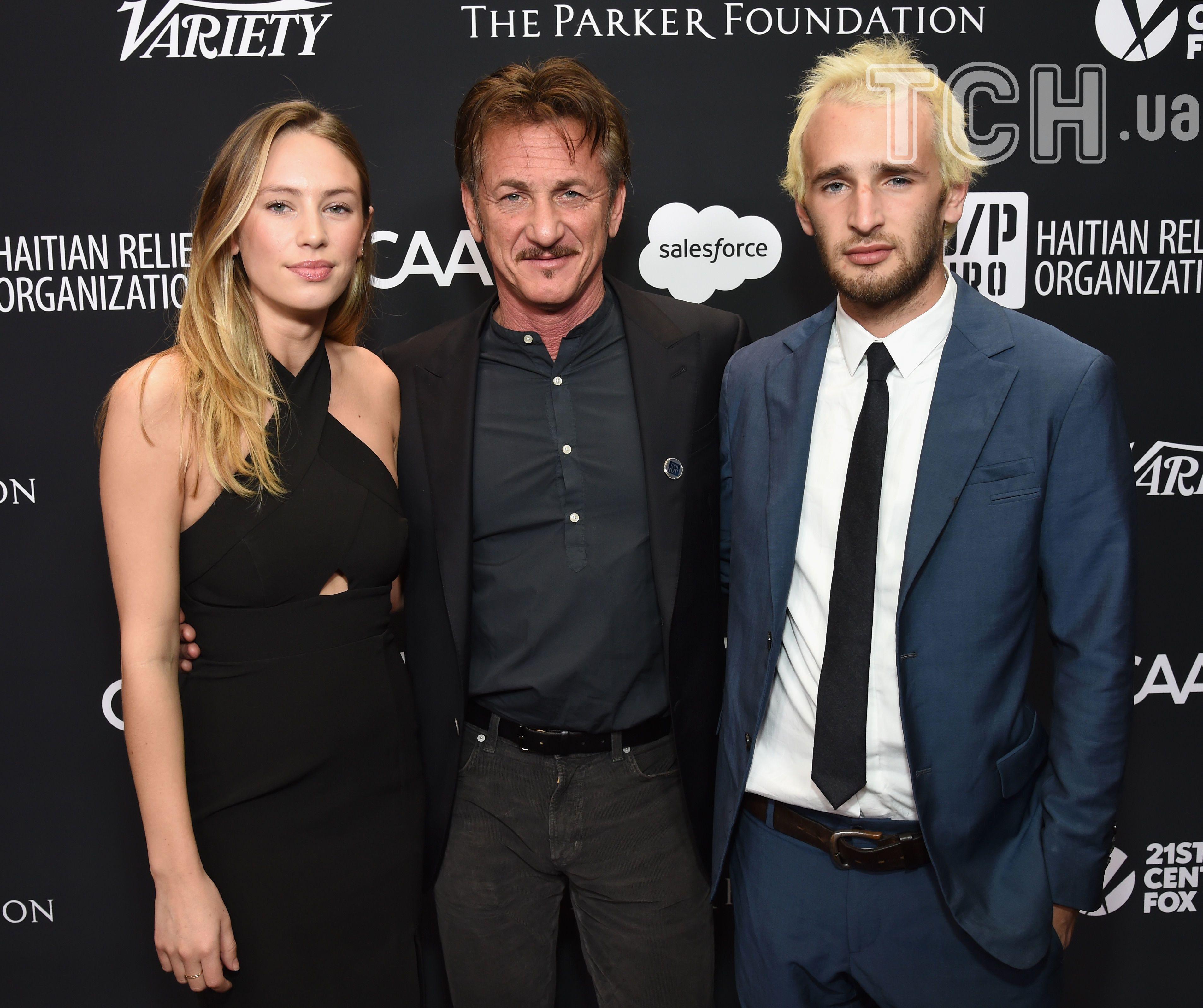 Шон Пенн з сином та донькою