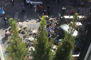 В Германии грузовик въехал в толпу, есть погибшие