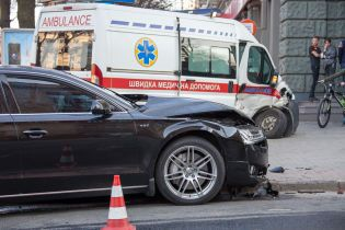 В центре Днепра Audi сбила скорую, которая неслась с сиреной на экстренный вызов