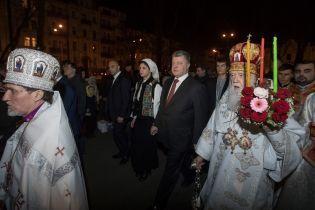 Как политики паски святили. Авто с патриархом Филаретом не пустили к собору из-за визита Порошенко