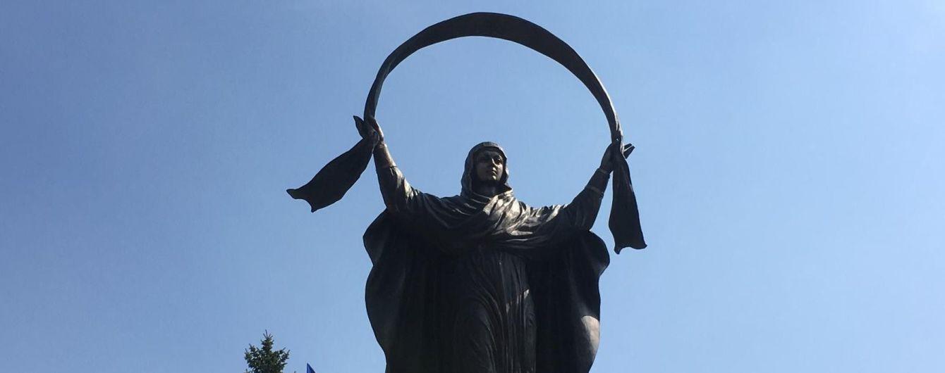 В Кривом Роге на месте поваленного Ленина установили памятник Богородице