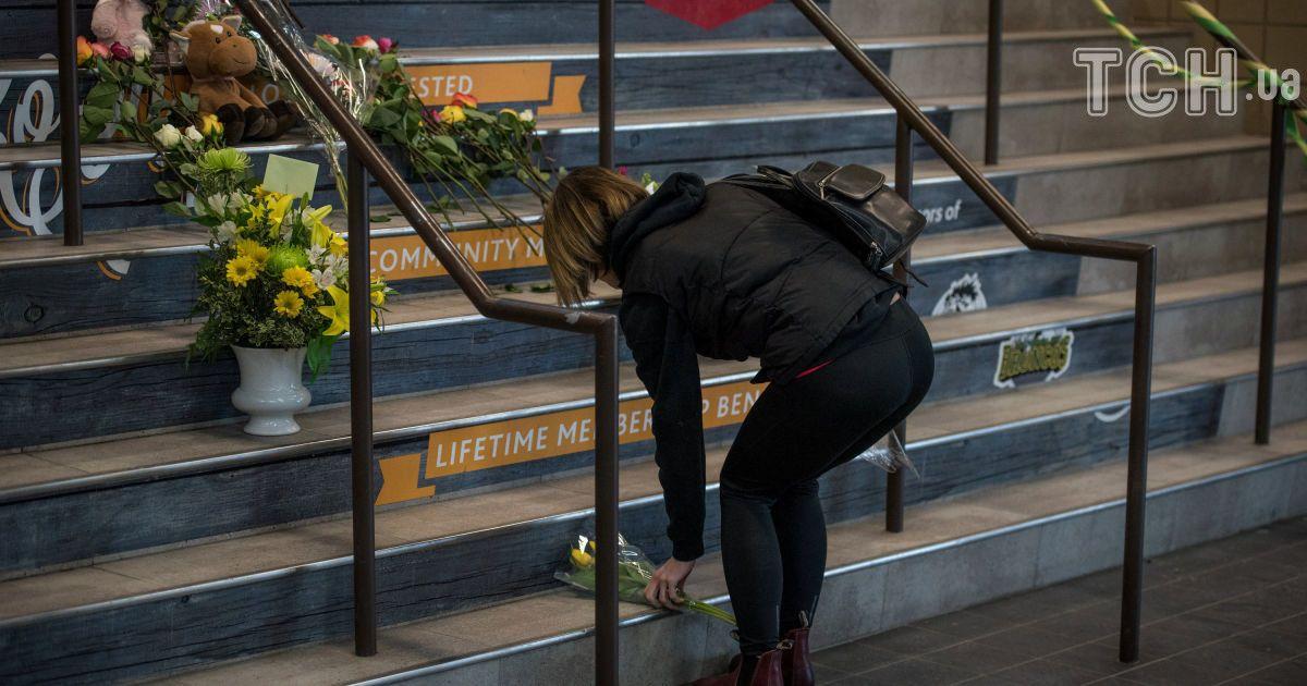 До місця тренування команди несуть квіти @ Reuters