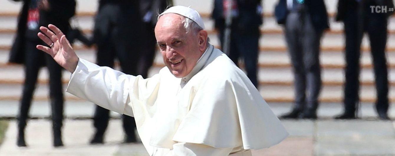 Lamborghini Папи Римського з його особистим автографом продали з аукціону