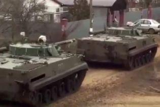 Журналист опубликовала видео с российской военной техникой, которая едет в сторону границы с Украиной