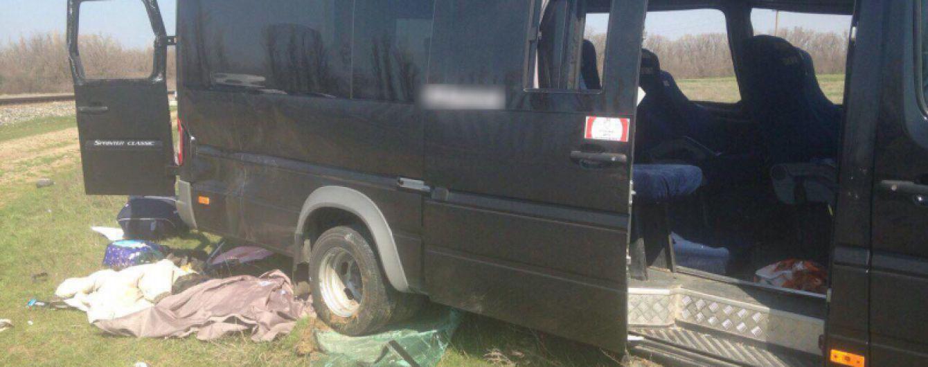 Авария с электричкой в Крыму: Водитель маршрутки мог уснуть за рулем