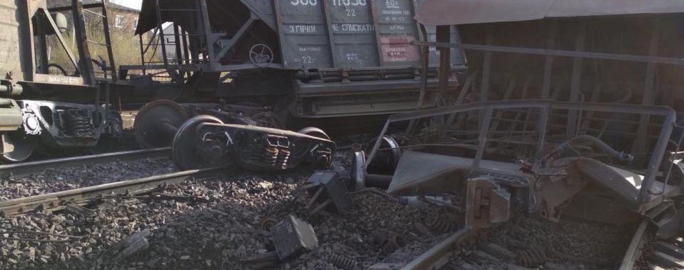 На Львівщині відновили рух колією, де перевернулися 10 вагонів вантажного потяга