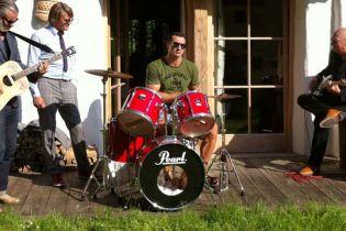 Владимир Кличко станет барабанщиком рок-группы