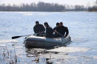 На Киевщине третьи сутки ищут пропавшего рыбака