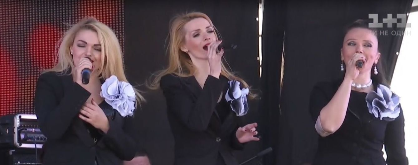 На околиці Авдіївки під носом у бойовиків українські артисти влаштували концерт