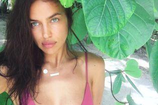 Без макияжа и в бикини: Ирина Шейк похвасталась снимком с отдыха