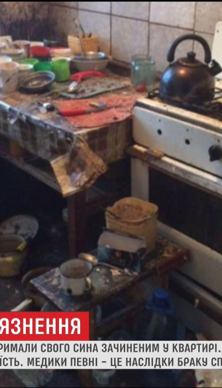 На Прикарпатті майже 30 років подружжя тримало зачиненим у квартирі свого сина