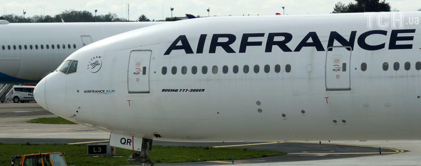 У паризькому аеропортузіткнулися два пасажирських літаки