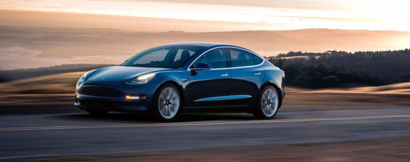 Украинец украл у Microsoft $10 млн и купил Tesla и виллу у озера