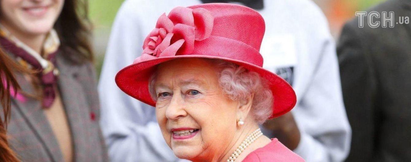 Королева Англии отмечает 92-й день рожденья во второй раз