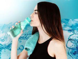 Чому не варто пити багато води