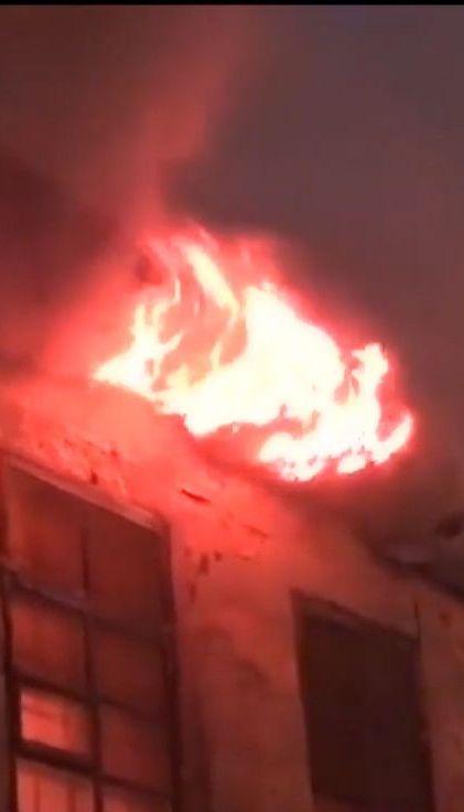 В центре Днепра пожарные долго не могли потушить пожар