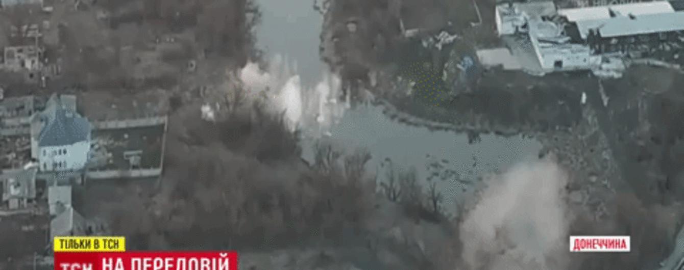 Военные показали видео, как вражеский танк обстреливает Пески. Эксклюзив ТСН