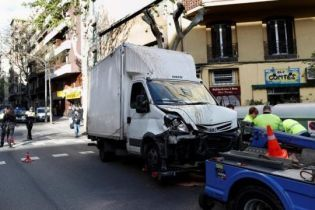 В Барселоне грузовик въехал в группу пешеходов, есть раненые