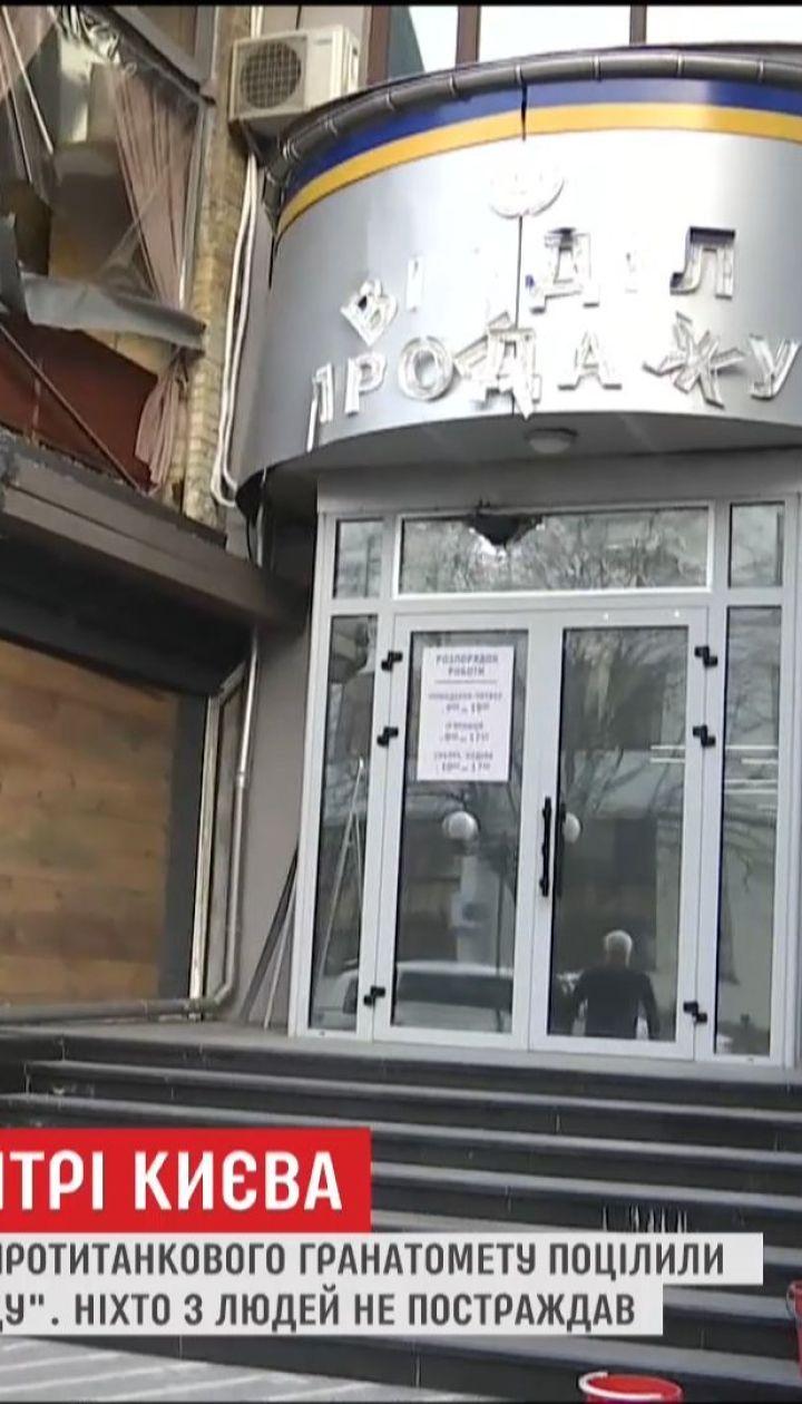 """Поліція проводить першочергові слідчі дії біля будівлі """"Київміськбуду"""""""