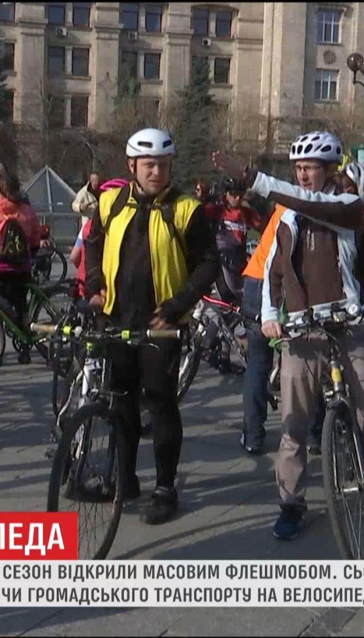 Кияни масово вирушили на роботу на велосипедах