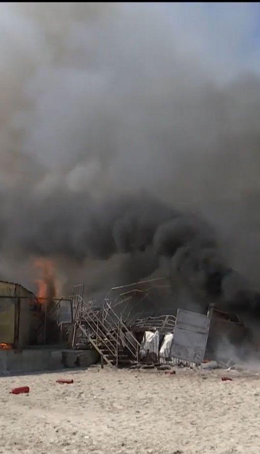 На пляже Одессы сгорел ресторан
